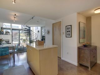 """Photo 11: 305 428 W 8TH Avenue in Vancouver: Mount Pleasant VW Condo for sale in """"XL LOFTS"""" (Vancouver West)  : MLS®# R2184000"""