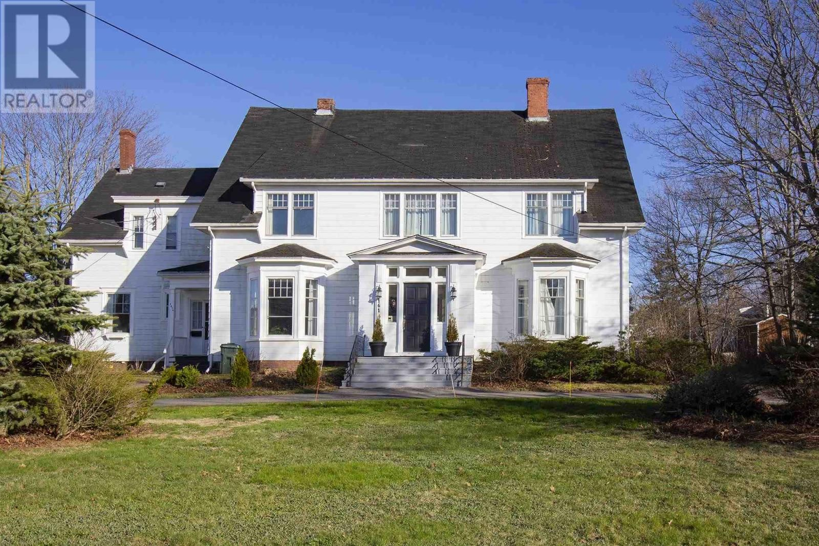 Main Photo: 161 Victoria Street E in Amherst: Multi-family for sale : MLS®# 202110492