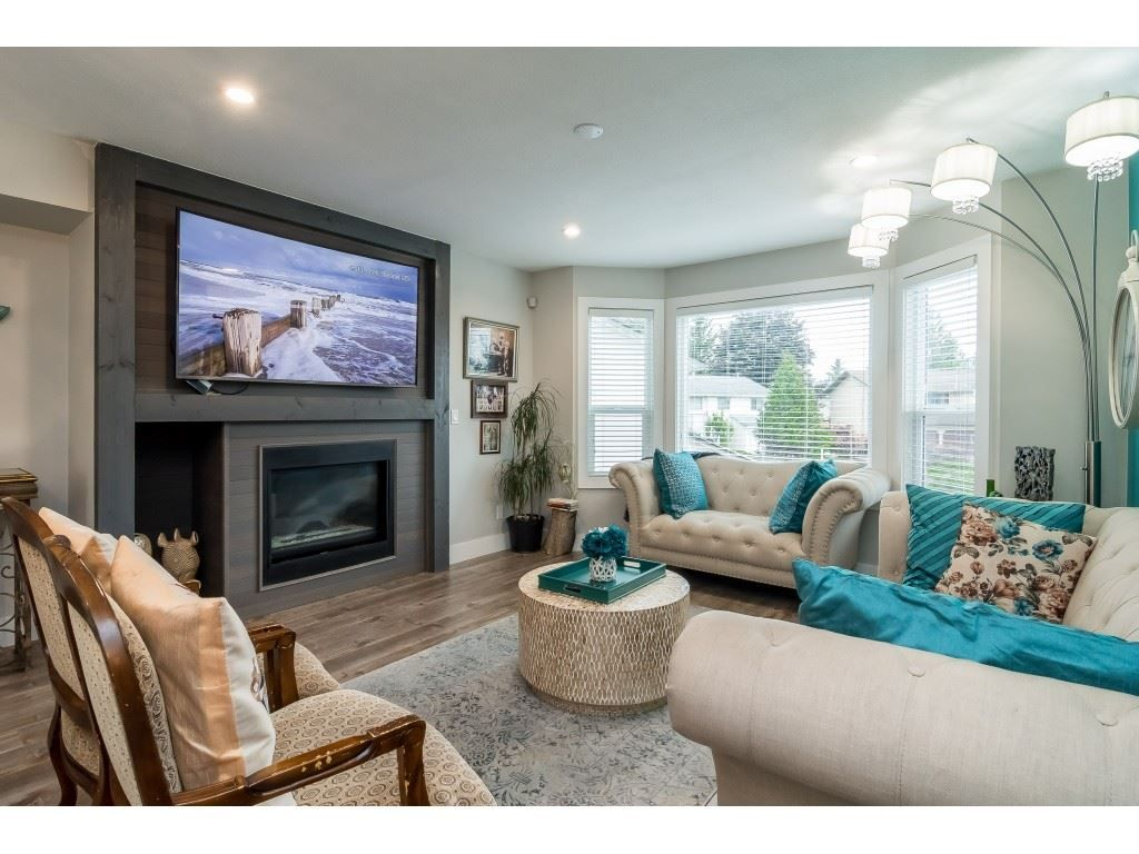 Main Photo: 33512 KINSALE Place in Abbotsford: Poplar House for sale : MLS®# R2374854