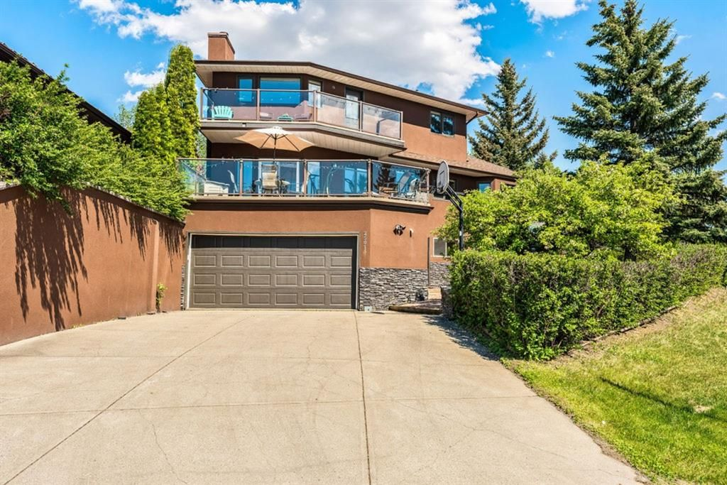 Main Photo: 2501 48 Street NW in Calgary: Montgomery Detached for sale : MLS®# A1114609