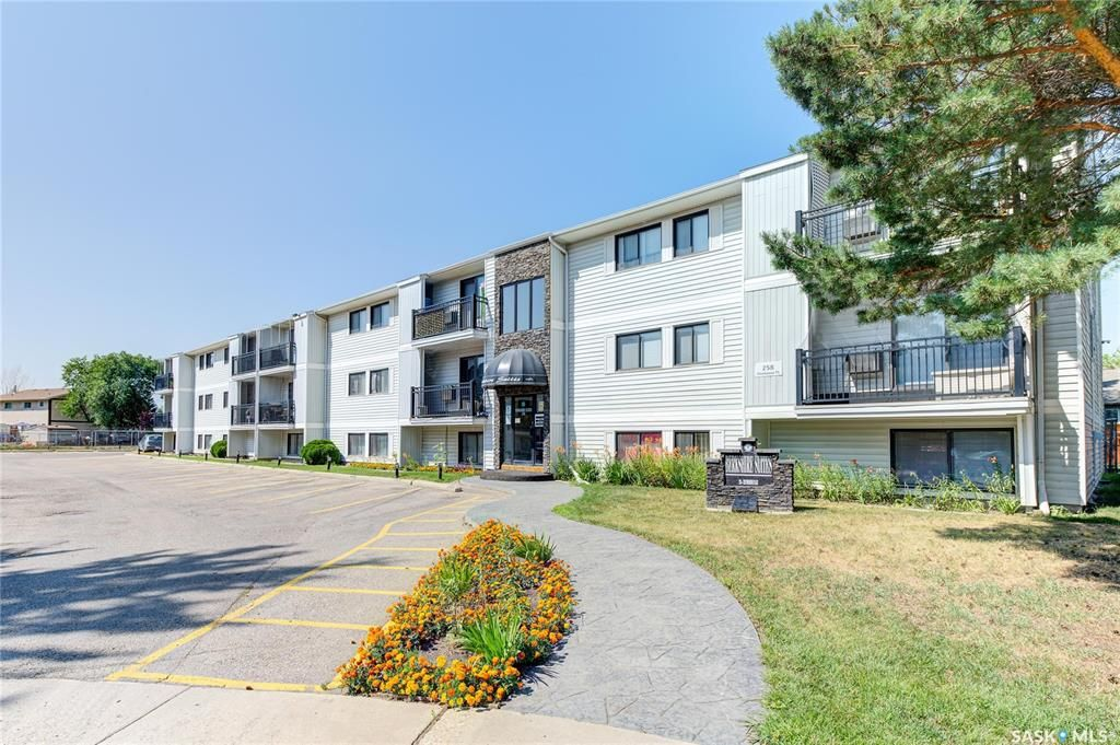 Main Photo: 106 258 Pinehouse Place in Saskatoon: Lawson Heights Residential for sale : MLS®# SK870860