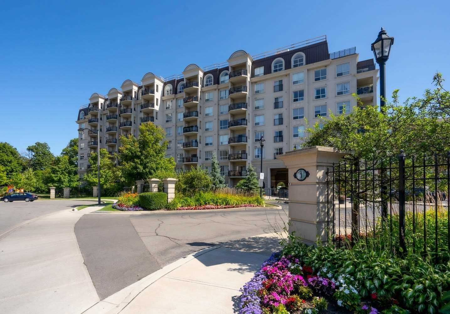 Main Photo: 102 1 Maison Parc Court in Vaughan: Lakeview Estates Condo for sale : MLS®# N5241995