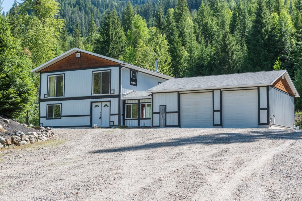 Main Photo: 2652 HIGHWAY 3B in Fruitvale: House for sale : MLS®# 2459035