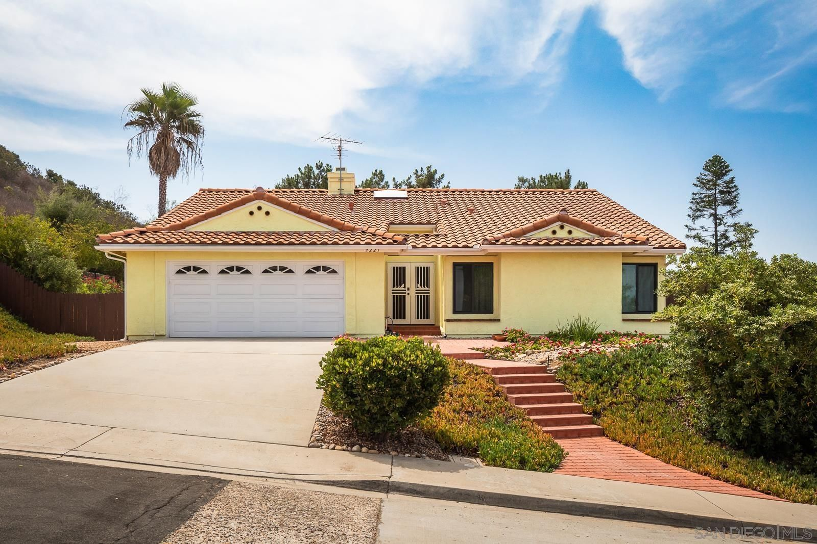 Main Photo: RANCHO PENASQUITOS House for sale : 3 bedrooms : 9221 Lethbridge Way in San Diego