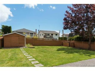 Photo 18: 1300 Layritz Pl in VICTORIA: SW Layritz House for sale (Saanich West)  : MLS®# 700701