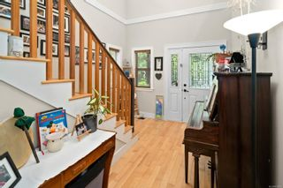 Photo 5: 3334 Sewell Rd in : Co Triangle House for sale (Colwood)  : MLS®# 878098
