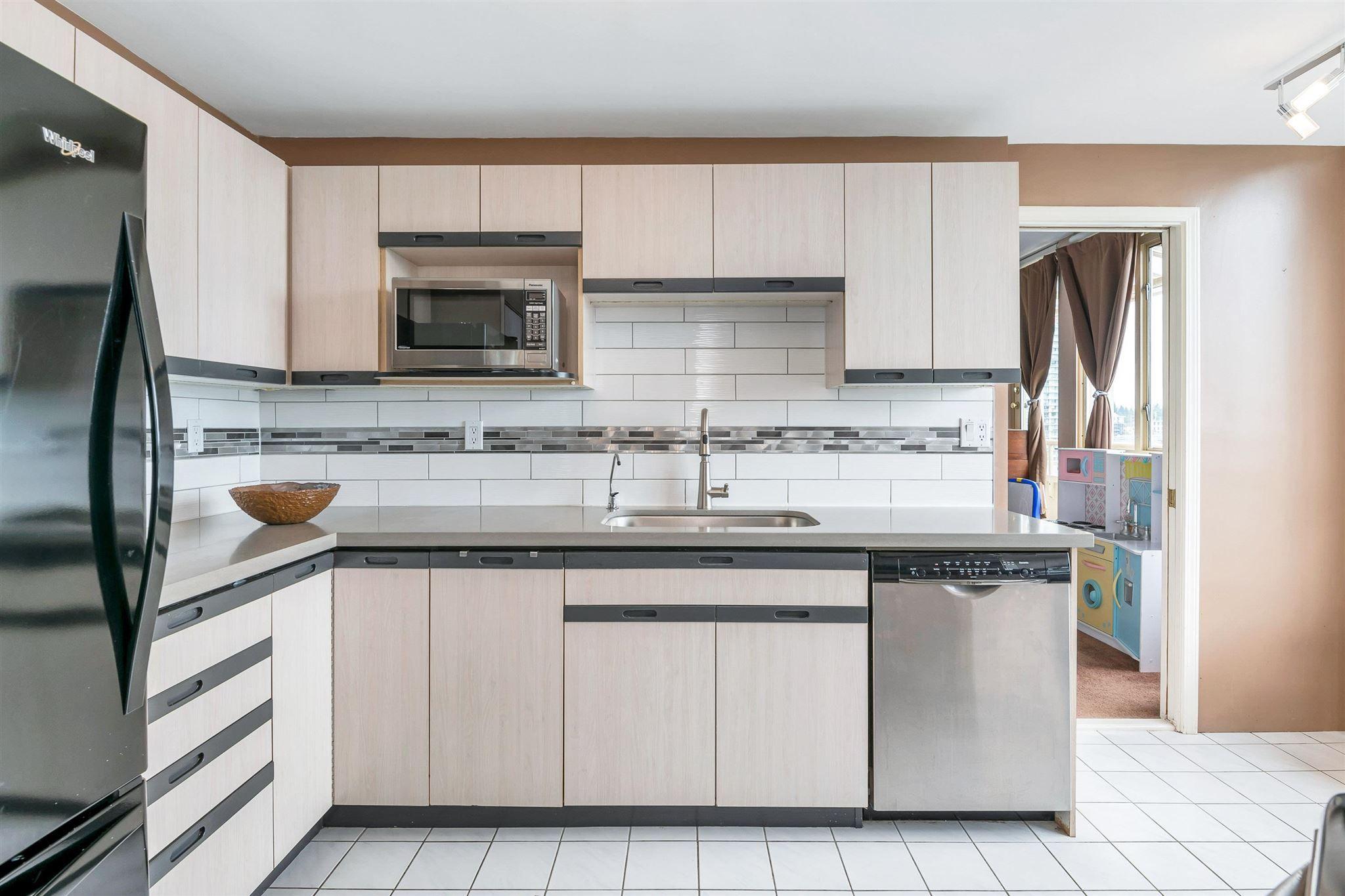 "Photo 12: Photos: 1401 728 FARROW Street in Coquitlam: Coquitlam West Condo for sale in ""THE VICTORIA"" : MLS®# R2615321"