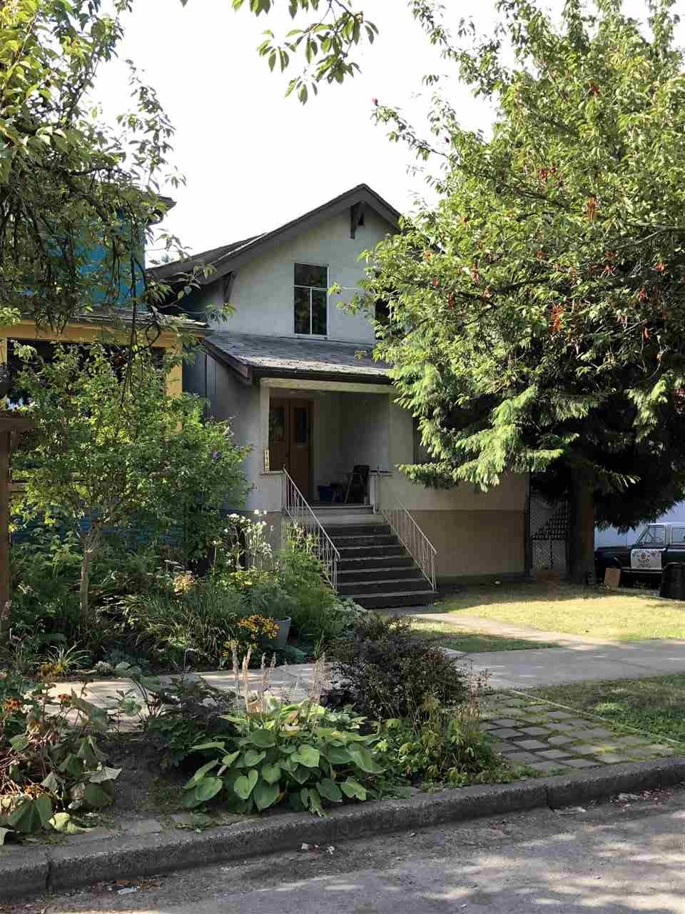 Main Photo: 1920 CHARLES Street in Vancouver: Grandview Woodland House for sale (Vancouver East)  : MLS®# R2397976