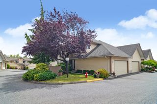 """Photo 1: 77 6140 192 Street in Surrey: Cloverdale BC Townhouse for sale in """"Estates at Manor Ridge"""" (Cloverdale)  : MLS®# R2592035"""