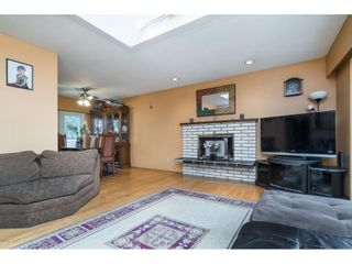 Photo 6: 9159 APPLEHILL Crescent in Surrey: Queen Mary Park Surrey House for sale : MLS®# R2407744