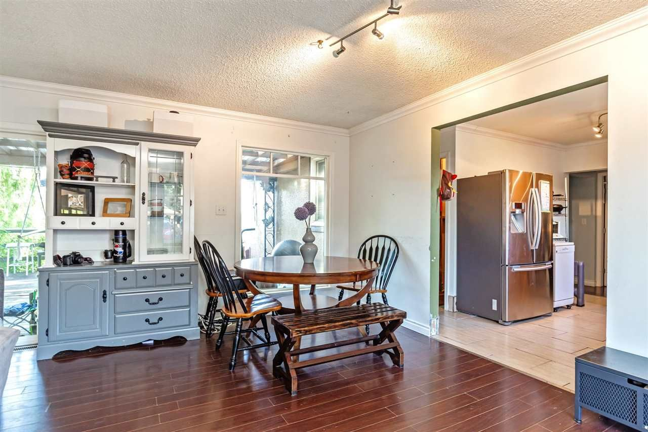 Photo 5: Photos: 8042 CEDAR Street in Mission: Mission BC House for sale : MLS®# R2579765