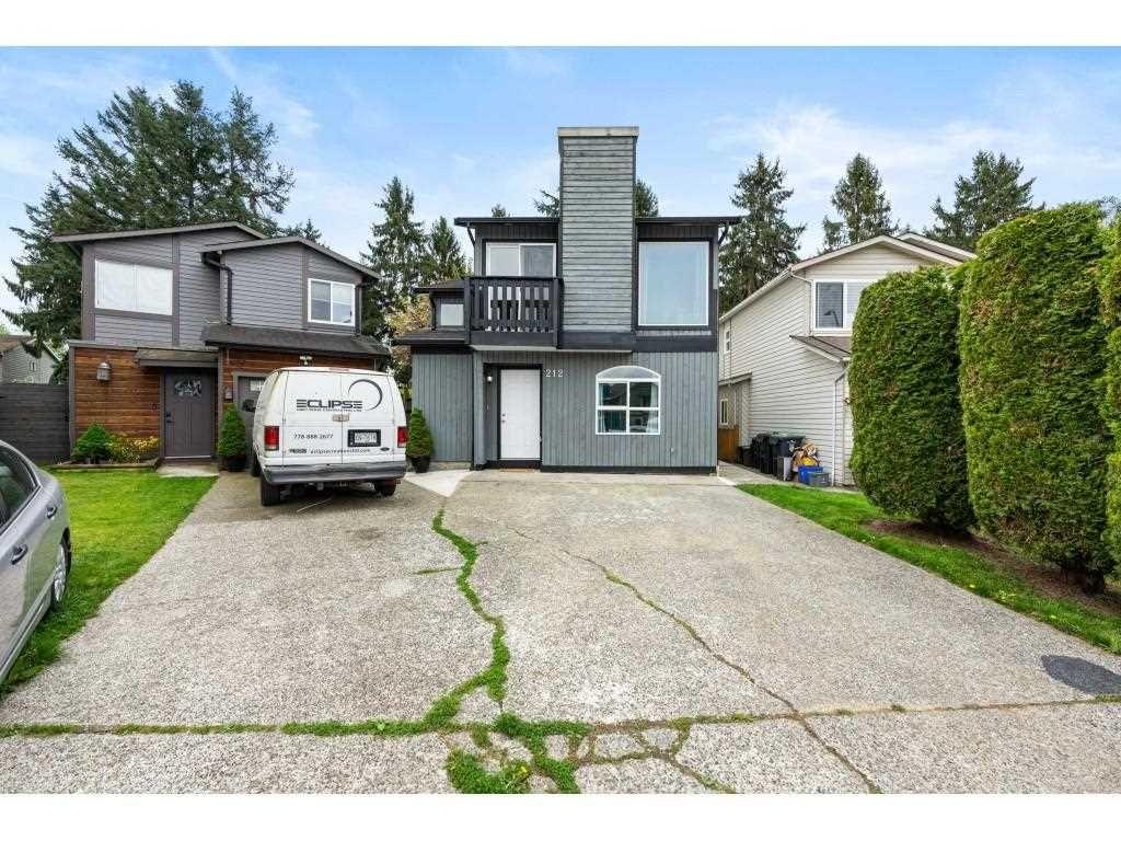 Main Photo: 212 DAVIS CRESCENT in Langley: Aldergrove Langley House for sale : MLS®# R2575495