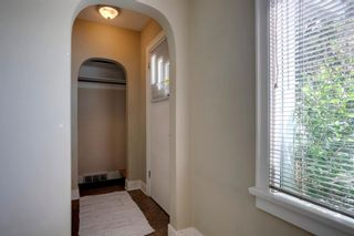 Photo 6: 824 19 Avenue NW in Calgary: Mount Pleasant Detached for sale : MLS®# A1009057