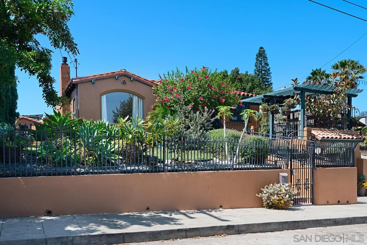Main Photo: House for sale : 2 bedrooms : 1414 Edgemont St in San Diego