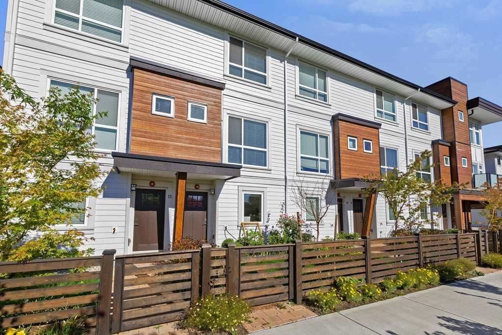 Main Photo: 11 240 JARDINE Street in New Westminster: Queensborough Townhouse for sale : MLS®# R2576158