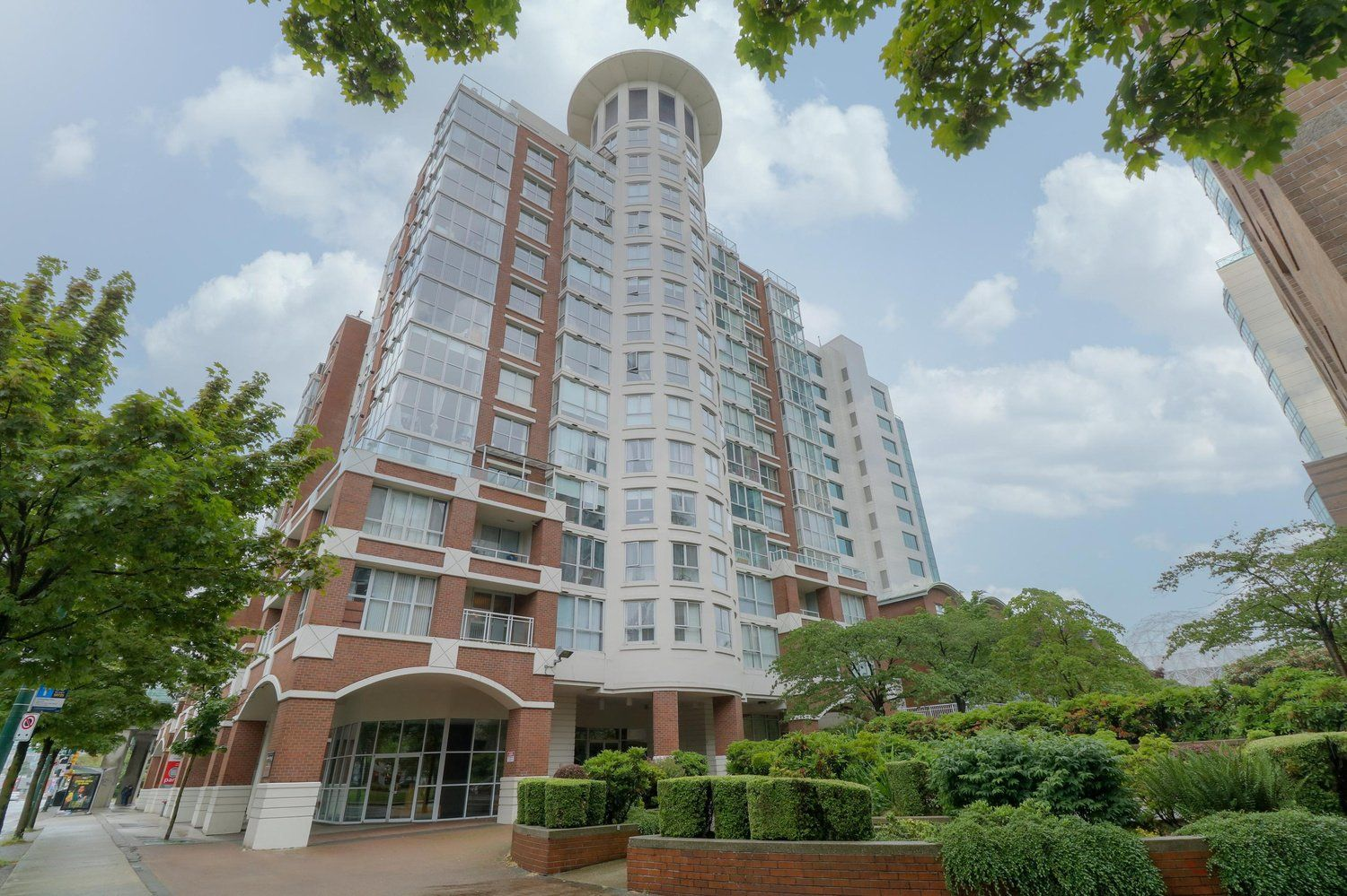 Main Photo: 1201 1255 MAIN STREET in Vancouver: Downtown VE Condo for sale (Vancouver East)  : MLS®# R2464428