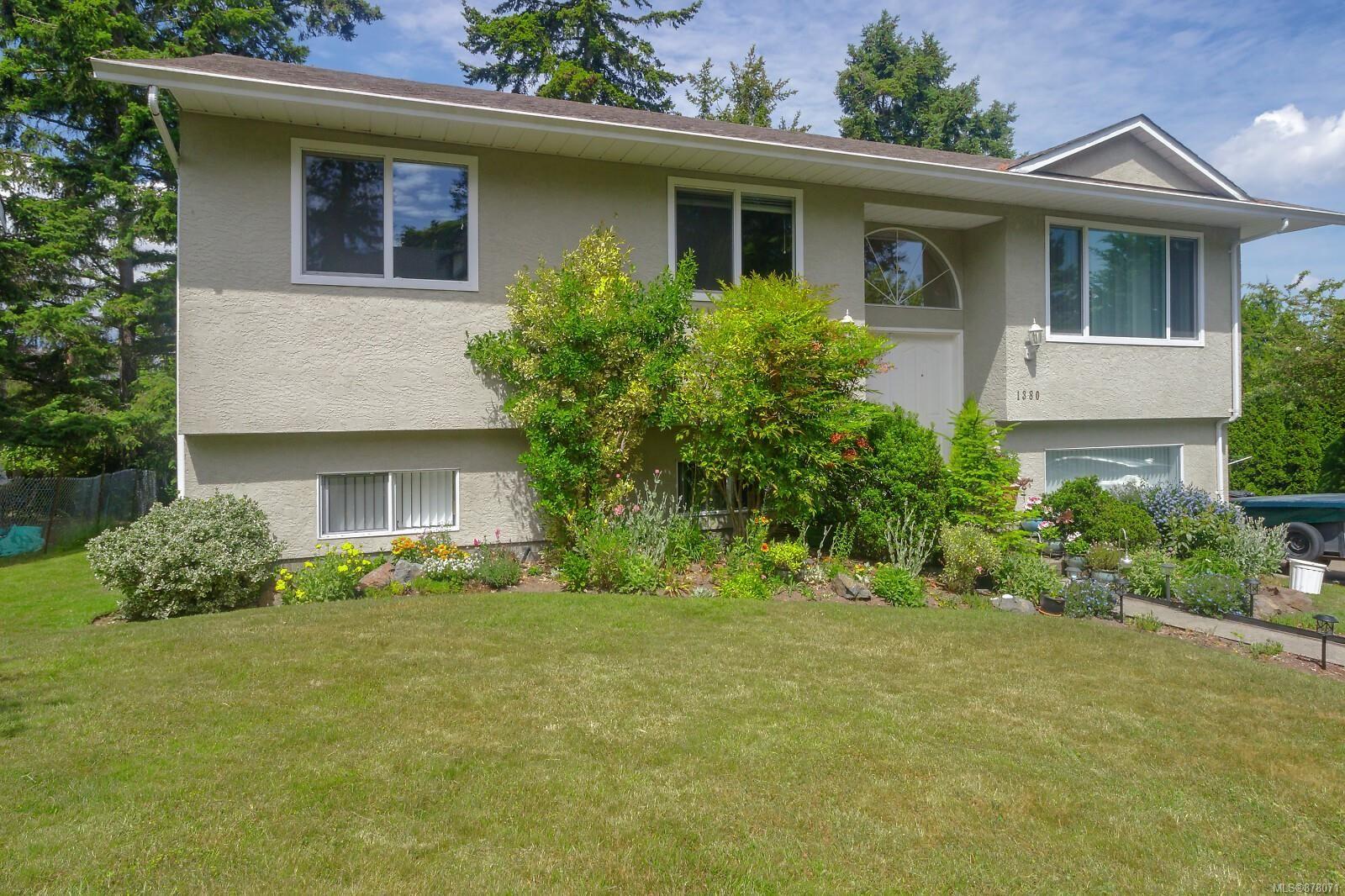 Main Photo: 1380 W Treebank Rd in : Es Kinsmen Park House for sale (Esquimalt)  : MLS®# 878071