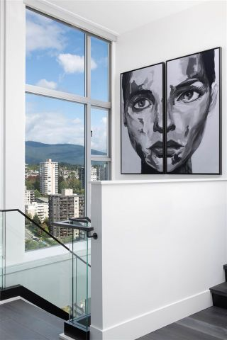 "Photo 13: PH 2901 120 W 2ND Street in North Vancouver: Lower Lonsdale Condo for sale in ""The Observatory"" : MLS®# R2542174"