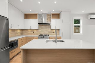 Photo 3: 2746 Gosworth Rd in Victoria: Vi Oaklands House for sale : MLS®# 841842