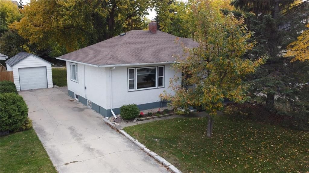 Main Photo: 199 Lumber Avenue in Steinbach: R16 Residential for sale : MLS®# 202024427