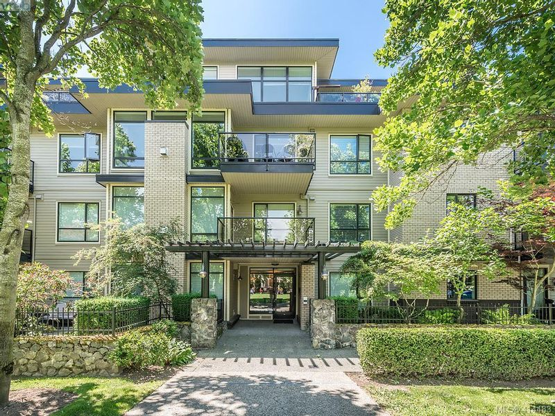 FEATURED LISTING: 304 - 330 Waterfront Cres VICTORIA