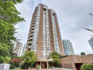 """Photo 1: 1400 5967 WILSON Avenue in Burnaby: Metrotown Condo for sale in """"PLACE MERIDIAN"""" (Burnaby South)  : MLS®# R2619905"""