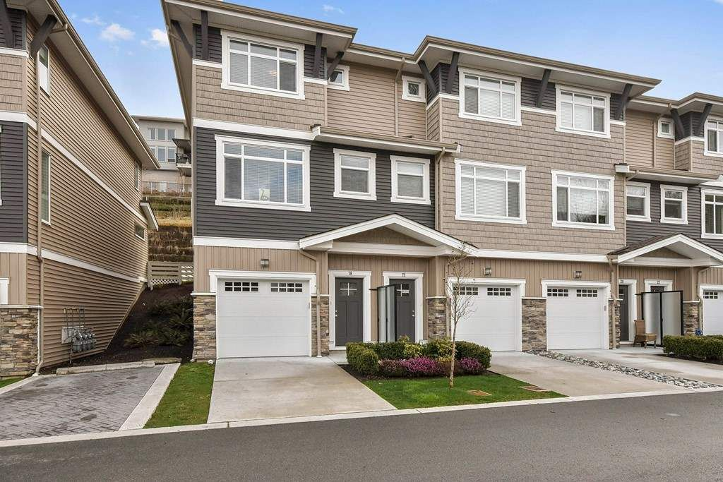 """Main Photo: 18 34230 ELMWOOD Drive in Abbotsford: Central Abbotsford Townhouse for sale in """"TEN OAKS"""" : MLS®# R2447846"""