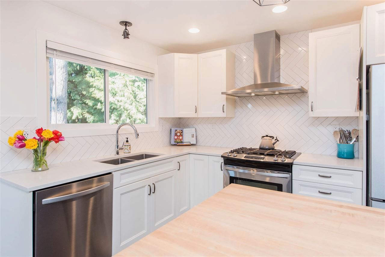 Photo 11: Photos: 34539 KENT Avenue in Abbotsford: Abbotsford East House for sale : MLS®# R2569540