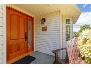 Photo 2: 926 Mesher Pl in VICTORIA: Es Kinsmen Park House for sale (Esquimalt)  : MLS®# 758950