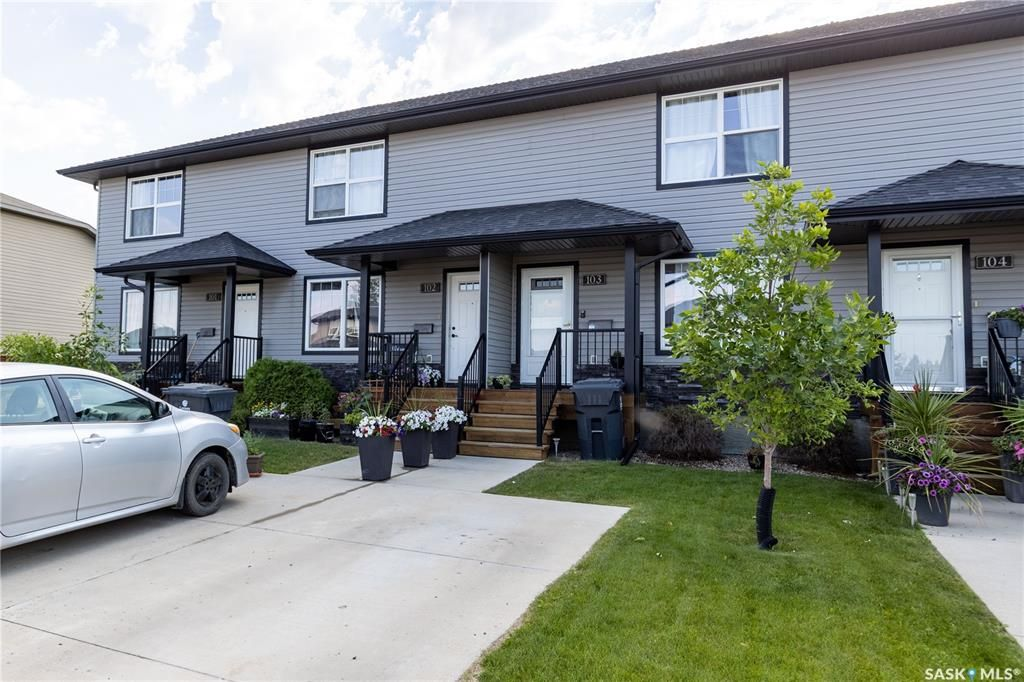 Main Photo: 103 901 4th Street South in Martensville: Residential for sale : MLS®# SK863805