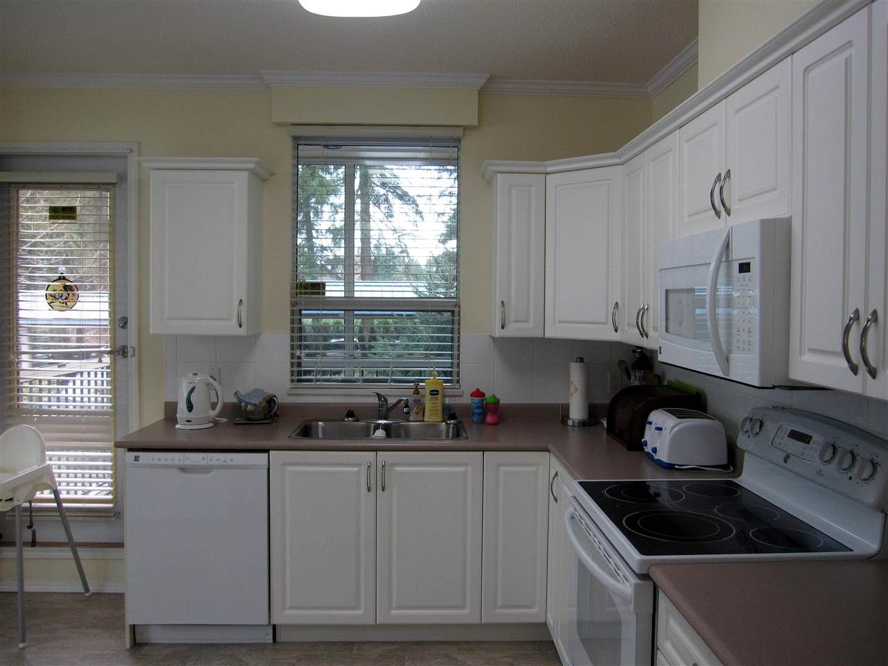 """Photo 6: Photos: 107 12148 224 Street in Maple Ridge: East Central Condo for sale in """"PANORAMA"""" : MLS®# R2153257"""