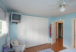 Photo 19: 127 Wedgewood Drive SW in Calgary: Wildwood Detached for sale : MLS®# A1056789