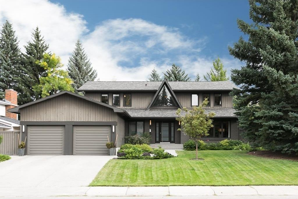 Main Photo: 2410 BAY VIEW Place SW in Calgary: Bayview House for sale : MLS®# C4137956