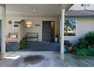 """Photo 2: 1861 LILAC Drive in Surrey: King George Corridor Townhouse for sale in """"Alderwood"""" (South Surrey White Rock)  : MLS®# R2313283"""
