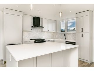 Photo 3: 421 525 E 2ND STREET in North Vancouver: Lower Lonsdale Townhouse for sale : MLS®# R2461578
