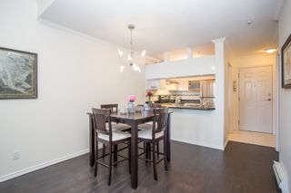 """Photo 4: 411 3638 W BROADWAY in Vancouver: Kitsilano Condo for sale in """"CORAL COURT"""" (Vancouver West)  : MLS®# R2461074"""