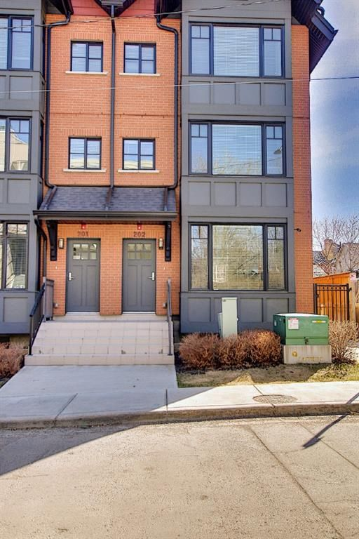 Main Photo: 202 1818 14A Street SW in Calgary: Bankview Row/Townhouse for sale : MLS®# A1115942