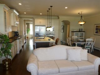 Photo 12: 15487 THRIFT Avenue: White Rock House for sale (South Surrey White Rock)  : MLS®# R2011959