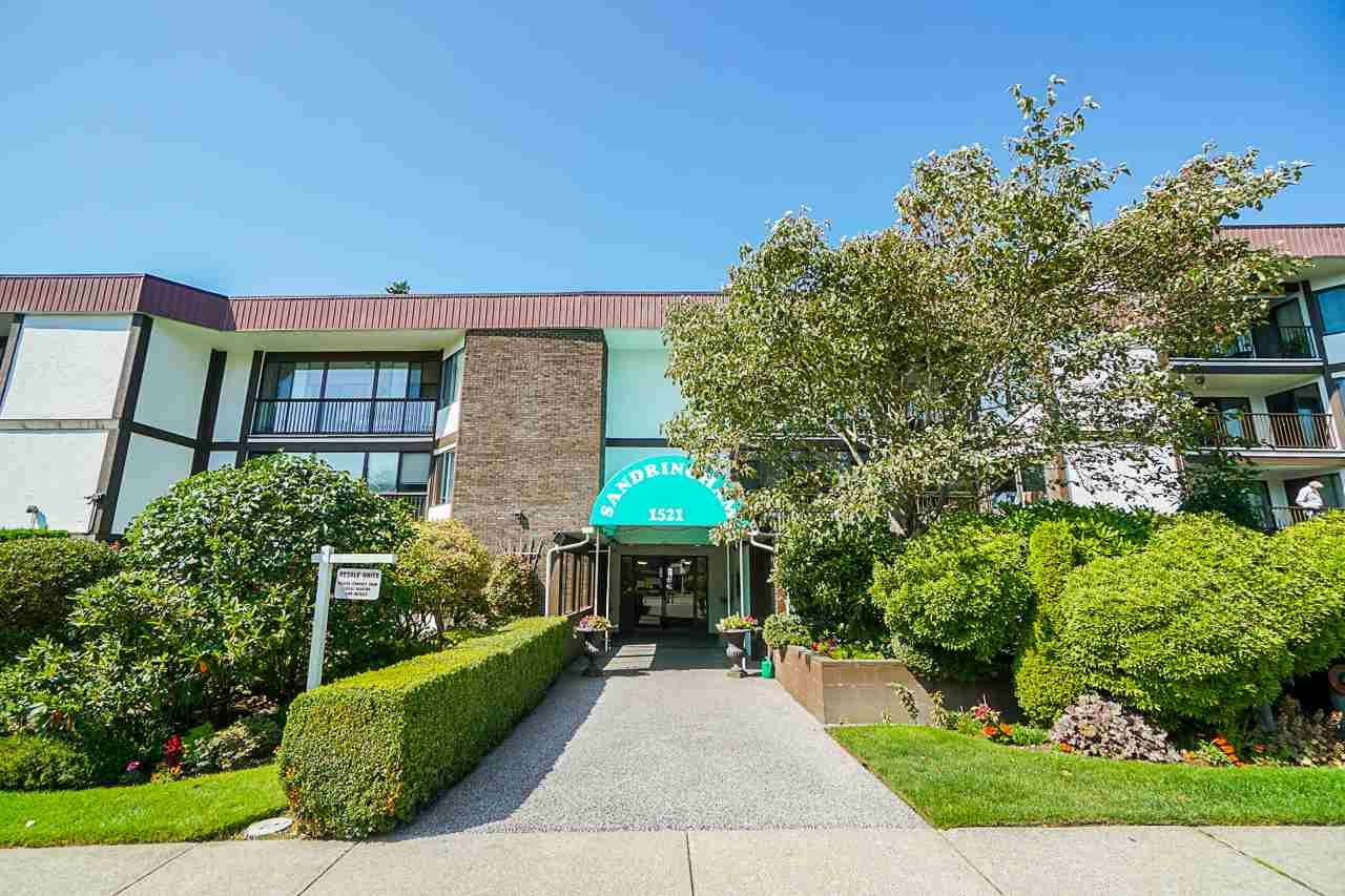 """Main Photo: 404 1521 BLACKWOOD Street: White Rock Condo for sale in """"The Sandringham"""" (South Surrey White Rock)  : MLS®# R2401070"""