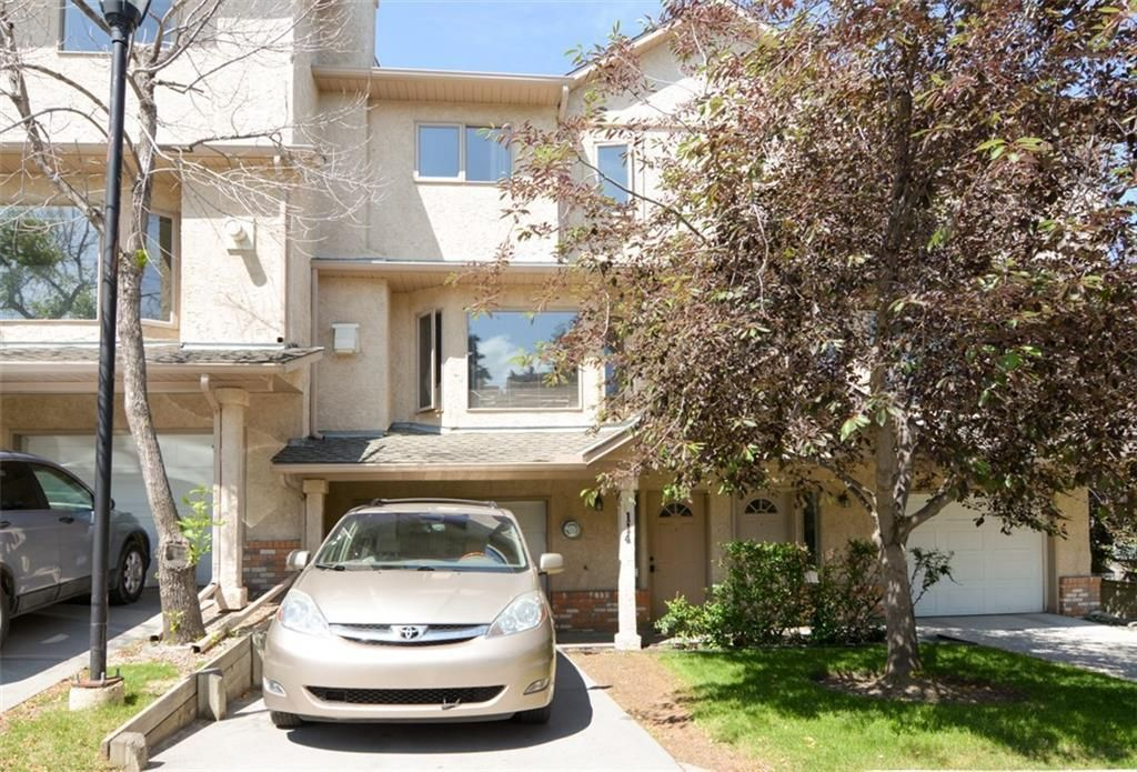 Main Photo: 114 Christie Park Mews SW in Calgary: Christie Park Row/Townhouse for sale : MLS®# C4306124