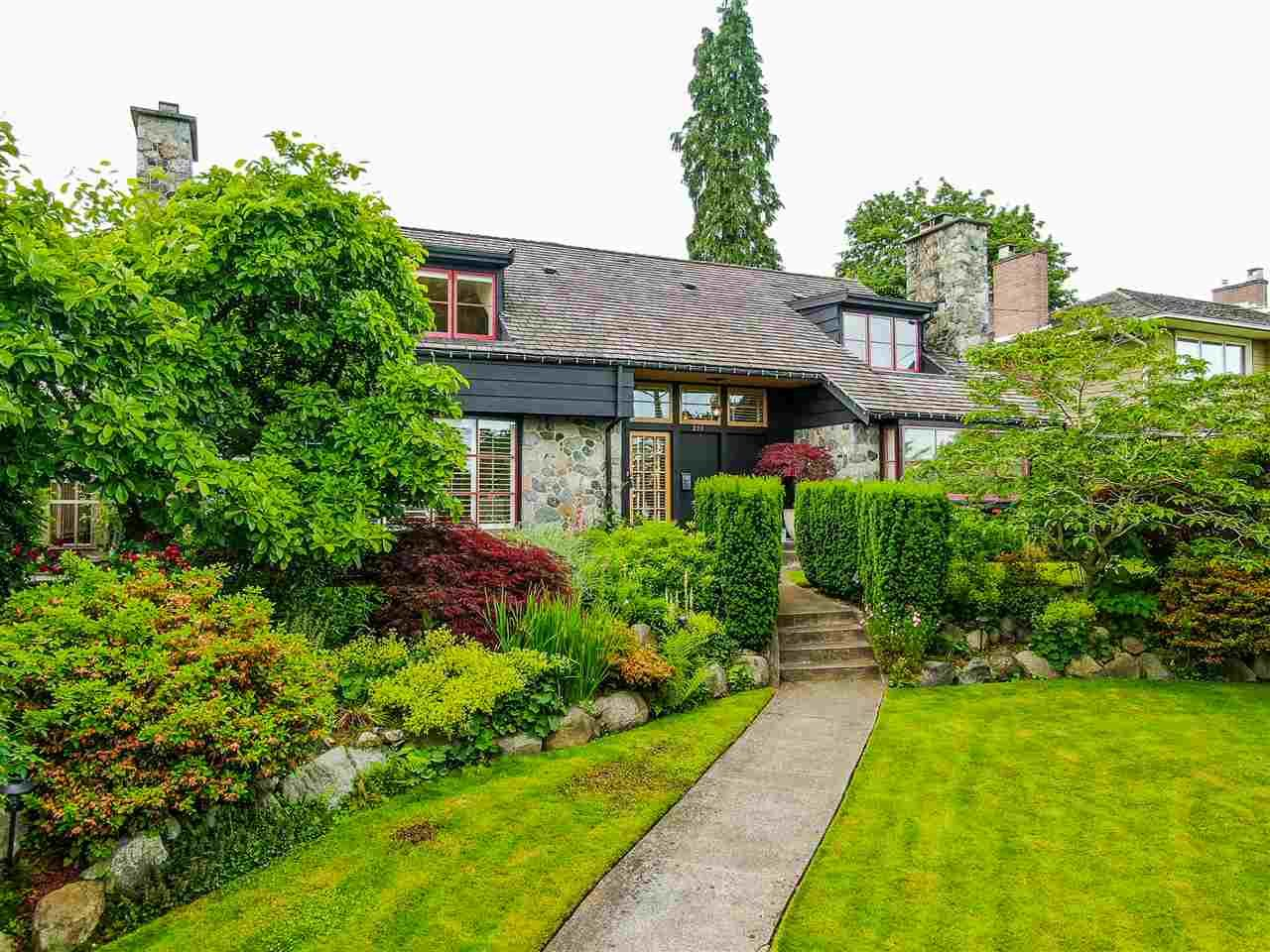 """Main Photo: 211 QUEENS Avenue in New Westminster: Queens Park House for sale in """"Queens Park"""" : MLS®# R2468151"""