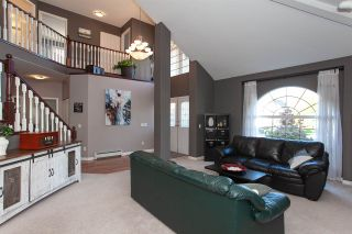 """Photo 2: 6568 CLAYTONWOOD Place in Surrey: Cloverdale BC House for sale in """"Clayton Hill"""" (Cloverdale)  : MLS®# R2327145"""