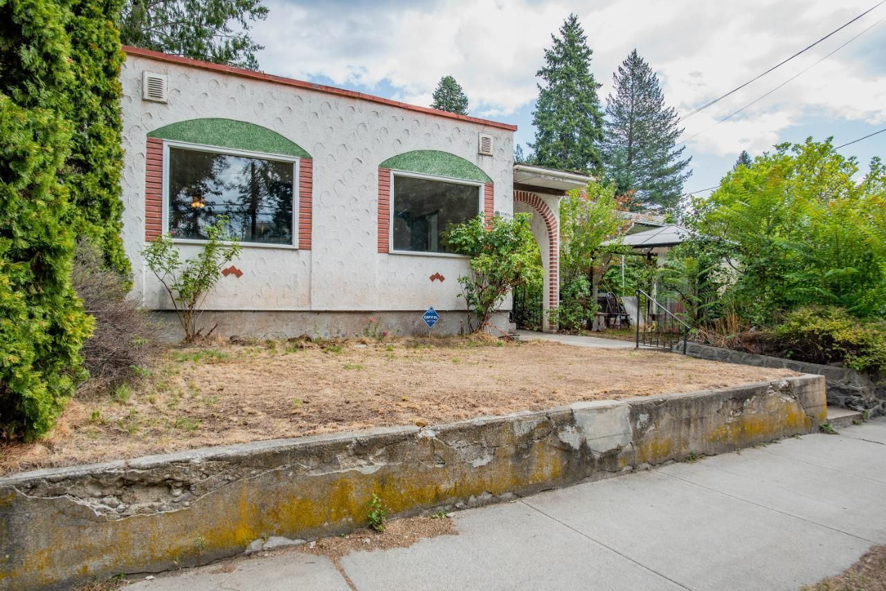 Main Photo: 1159 SECOND AVENUE in Trail: House for sale : MLS®# 2460809