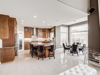 Photo 5: 70 Discovery Ridge Road SW in Calgary: Discovery Ridge Detached for sale : MLS®# A1112667