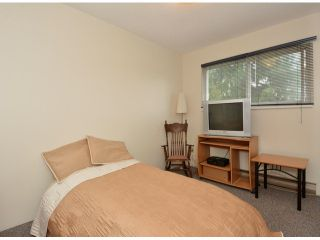 """Photo 14: 15909 GOGGS Avenue: White Rock House for sale in """"White Rock"""" (South Surrey White Rock)  : MLS®# F1424836"""
