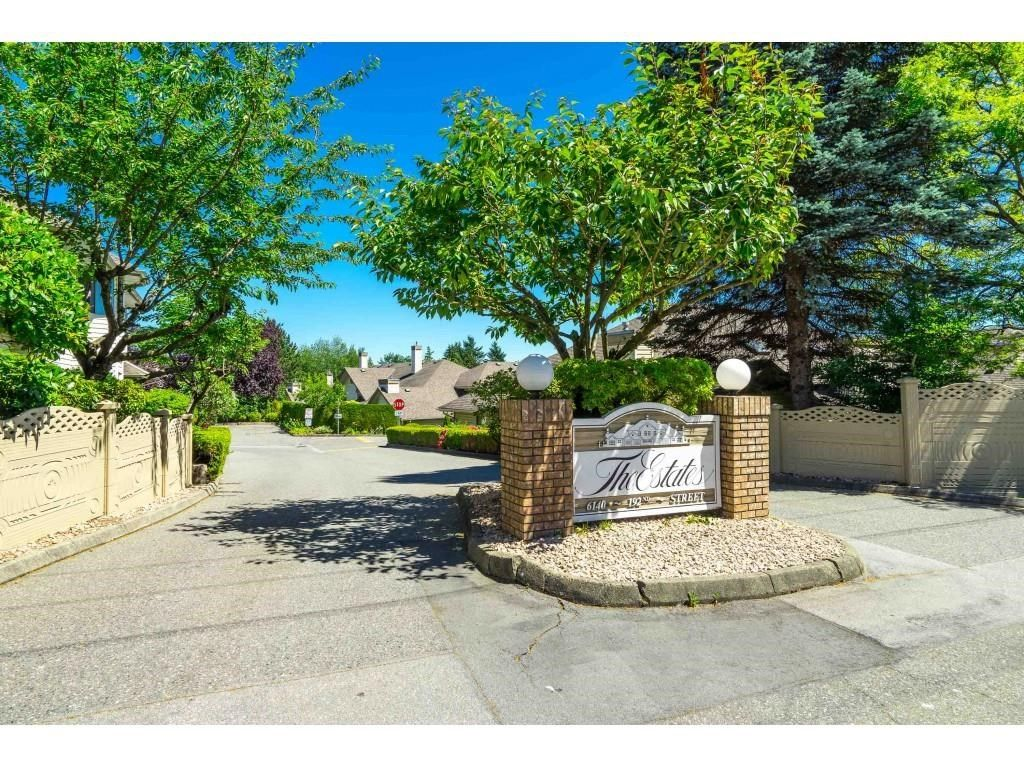 """Main Photo: 31 6140 192 Street in Surrey: Cloverdale BC Townhouse for sale in """"The Estates at Manor Ridge"""" (Cloverdale)  : MLS®# R2594172"""
