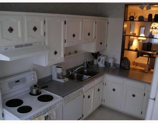 """Photo 3: 7389 MONTECITO Drive in Burnaby: Montecito Townhouse for sale in """"VILLA MONTECITO"""" (Burnaby North)  : MLS®# V667701"""