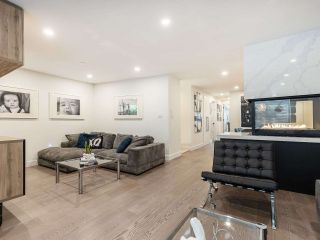 """Photo 3: 5560 YEW Street in Vancouver: Kerrisdale Townhouse for sale in """"The Diplomat"""" (Vancouver West)  : MLS®# R2553086"""