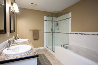 """Photo 14: 49 8555 209 Street in Langley: Walnut Grove Townhouse for sale in """"Autumnwood"""" : MLS®# R2154627"""