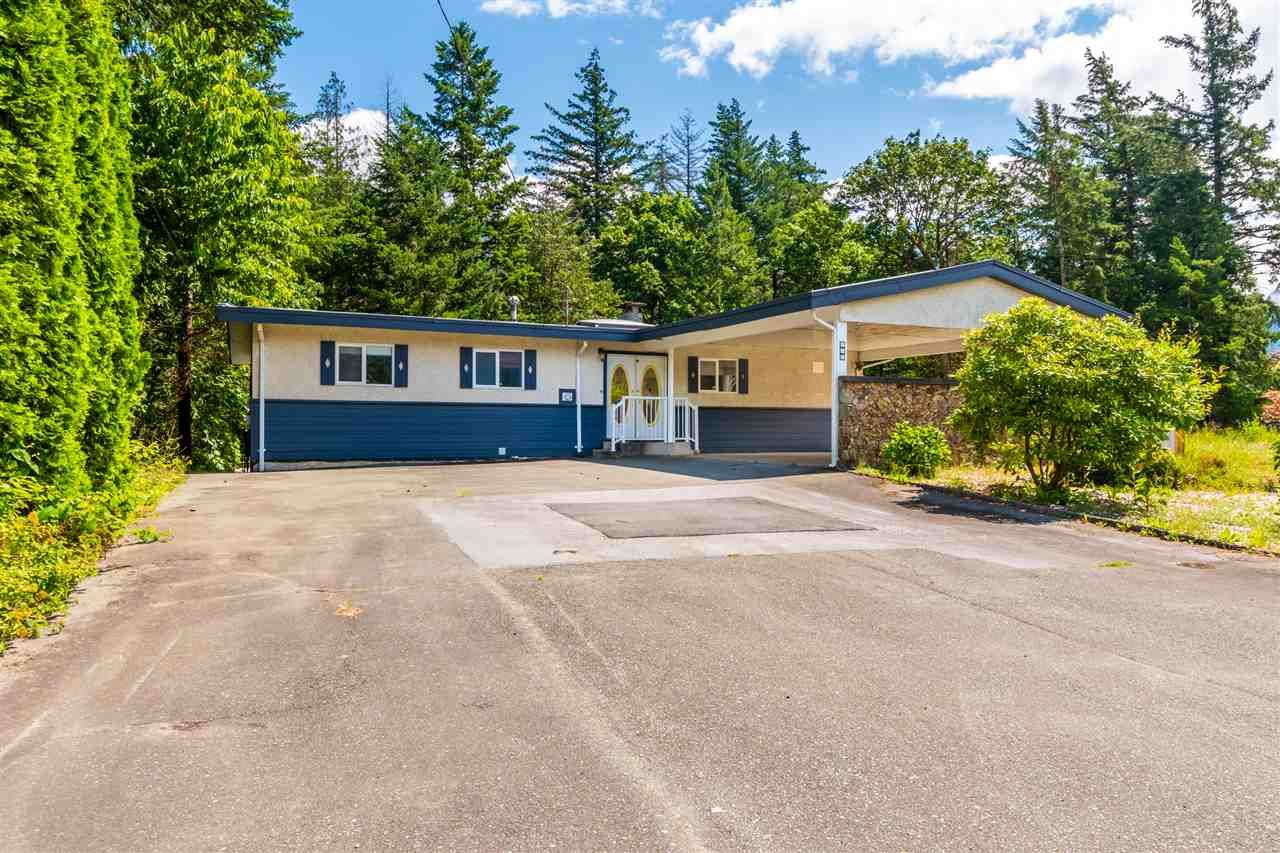 Main Photo: 415 7TH Avenue in Hope: Hope Center House for sale : MLS®# R2464832